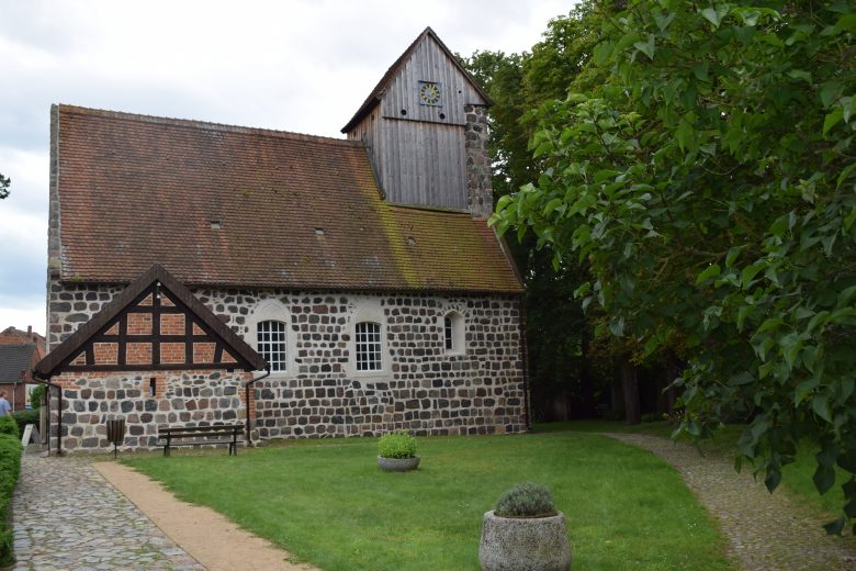 Bild der Dorfkirche mit Mumie von Ritter Kahlbutz in Kampehl Havelland