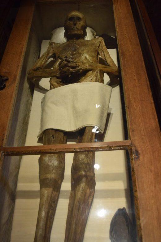 Bild der Mumie von Ritter Kahlbutz in der Dorfkirche von Kampehl