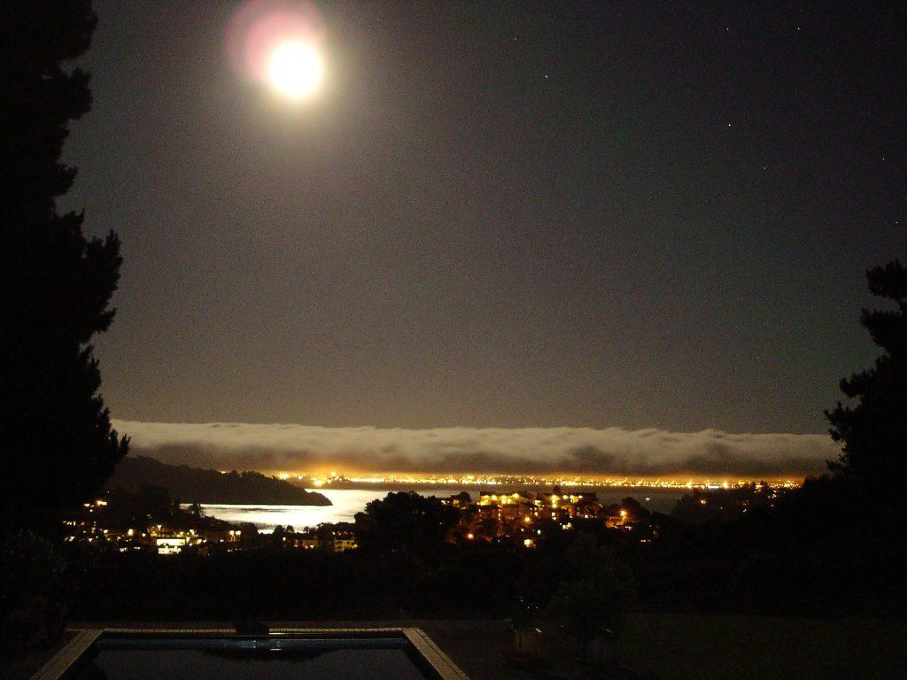 Vollmondnacht über San Francisco, von Tiburon aus gesehen
