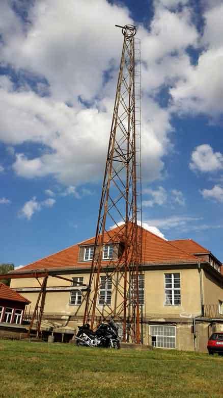 Bild des letzten verbliebenen Antennenmastes auf dem Funkerberg in Königs Wusterhausen