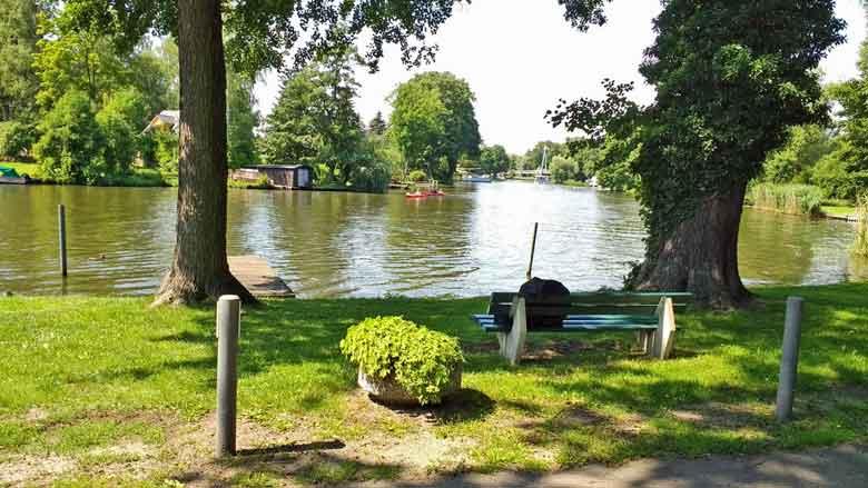 Bild des Flusses Dahme, gesehen vom Restaurant Faehrhaus in Dolgenbrodt in Brandenburg aus