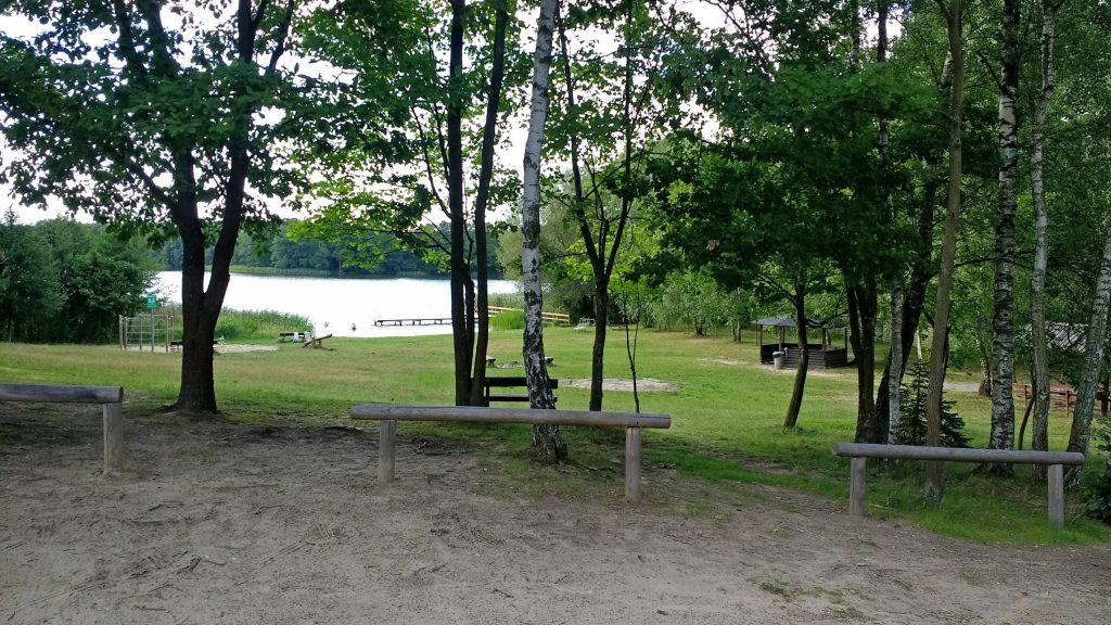 Blick auf den See von der Terrasse des Cafes am Weissen See in der Schorfheide