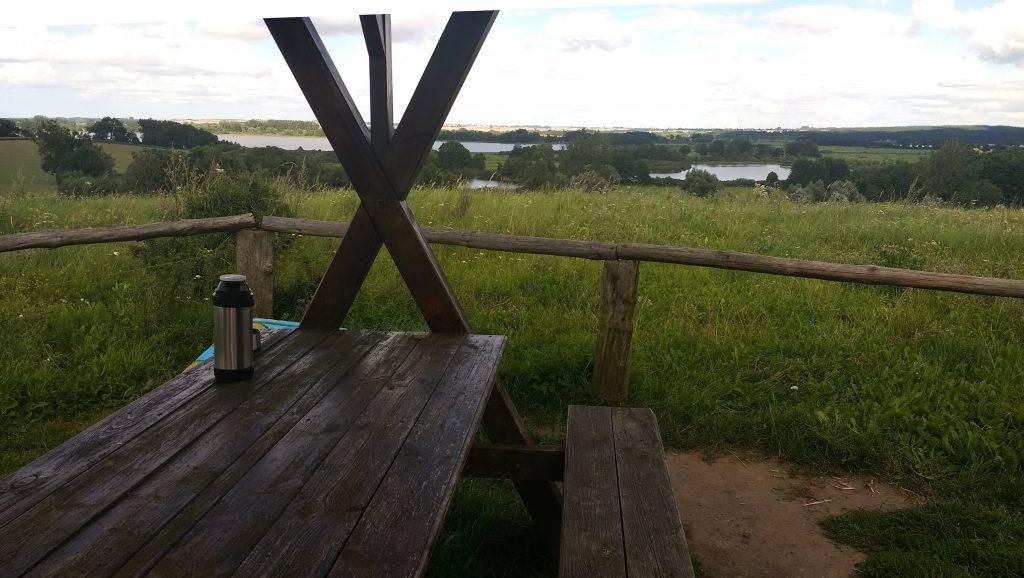 Bild vom Picknick am Dreiseenblick bei einer Motorradtour durch die Uckermark