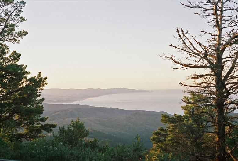Bild vom Panorama auf den Pazifik vom Gipfel des Mt. Tam in Kalifornien aus