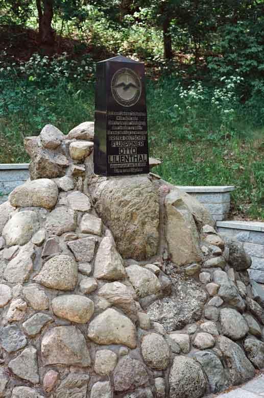 Bild vom Denkmal an der Absturzstelle Otto Lilienthals bei Stölln