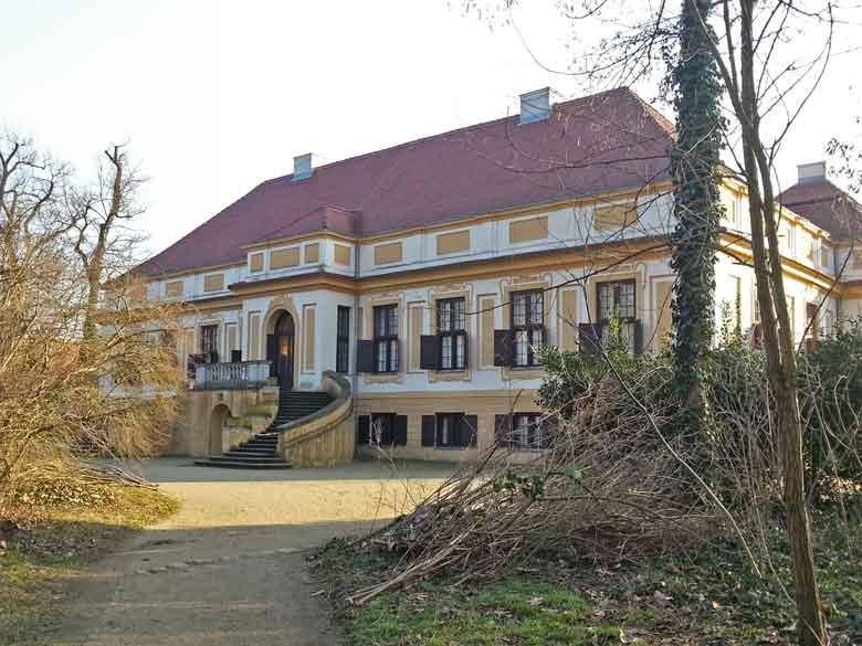Bild von Schloss Caputh Ansicht vom Park aus mit Schlosstreppe
