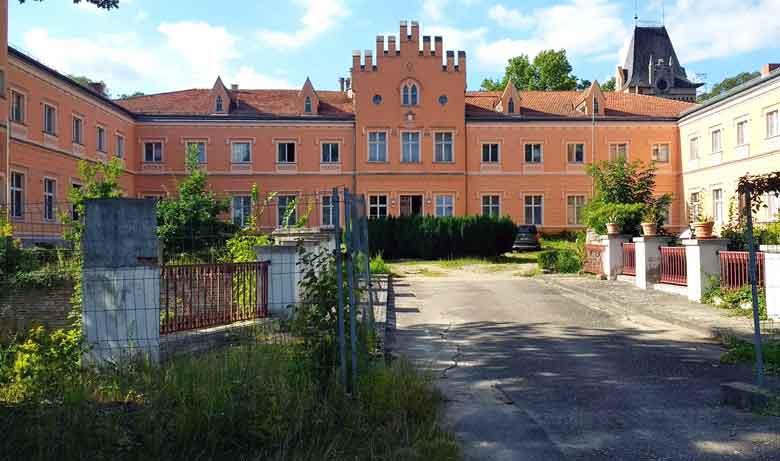 Frontansicht vom Wasserschloss Gusow bei Seelow, Landkreis Märkisch-Oderland