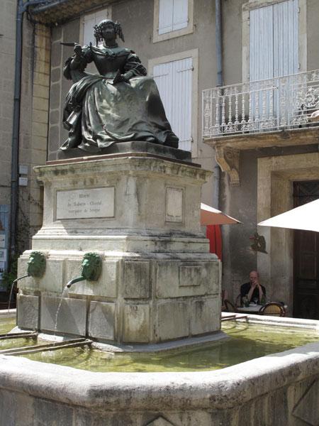 Bild vom Denkmal der Marquise de Sévigné in Grignan in der Drome