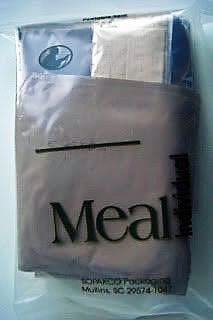 Bild einer amerikanischen Einmannpackungmit Zubehoer als Beispiel fuer Essen auf Raedern im Winter robuste Methode