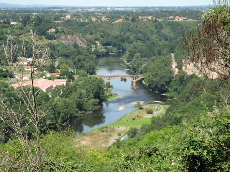 Bild vom Pont de Villerest im Roannais, aufgenommen bei einer Motorradtour an die obere Loire