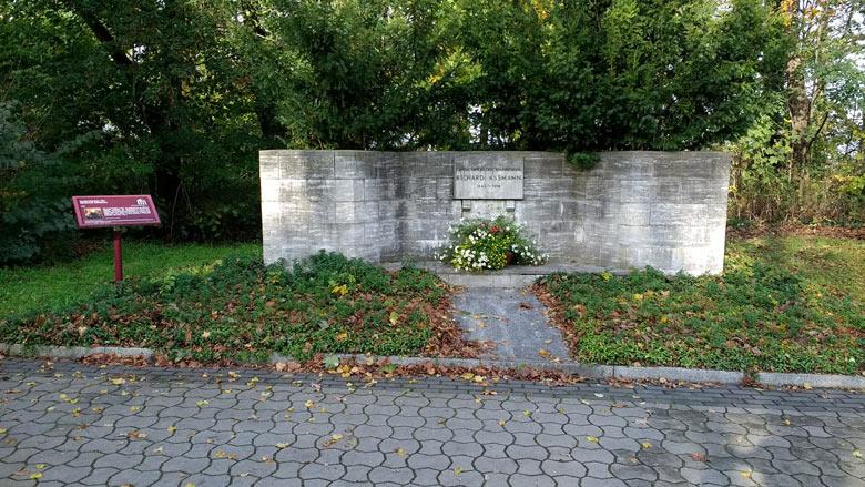 Bild vom Denkmal Richard Assmann Lindenberg zur Erinnerung an den grossen deutschen Meteorologen und Entdecker der Stratosphaere