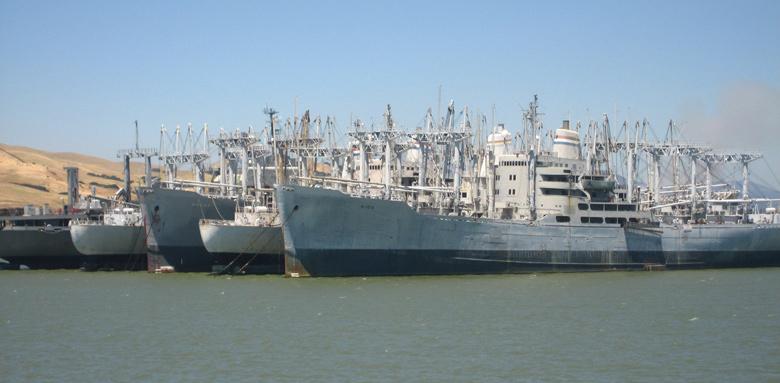 Bild von Teilen der USN Reserve Fleet in Suisun Bay,Pier 4 Trestle Road, Nichols, Contra Costa County, CA (USA)