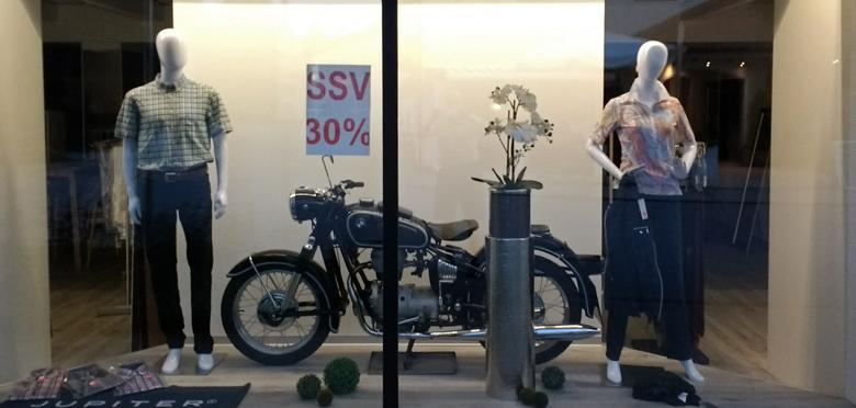 Bild eines restaurierten Motorrades BMW R 69 S. Erfahrungen aus 50 Motorradjahren im Schaufenster beim Sommerschlußverkauf