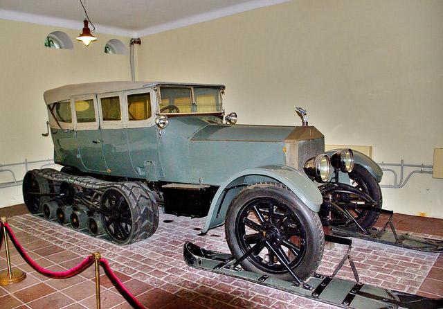 Bild von Lenins Rolls Royce Silver Ghost Halbkette, ausgestellt im Museum von Gorki Leninskie südlich von Moskau