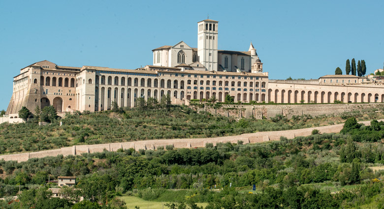 Panoramabild der Basilica San Francesco in Assisi in Umbrien