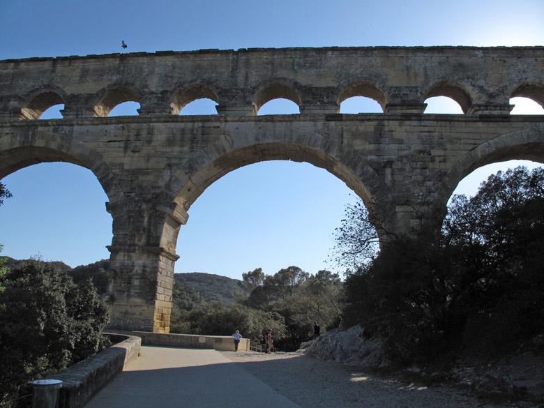 Pont-du-Gard bei Nîmes in Südfrankreich, besucht bei einer Motorradtour durch Provence und Camargue