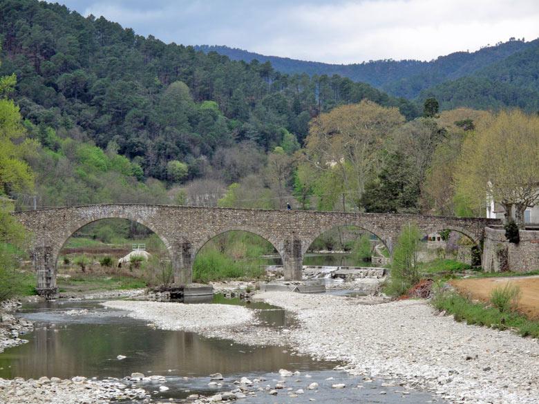 Mittelalterliche Steinbrücke in Anduze in den Cevennen