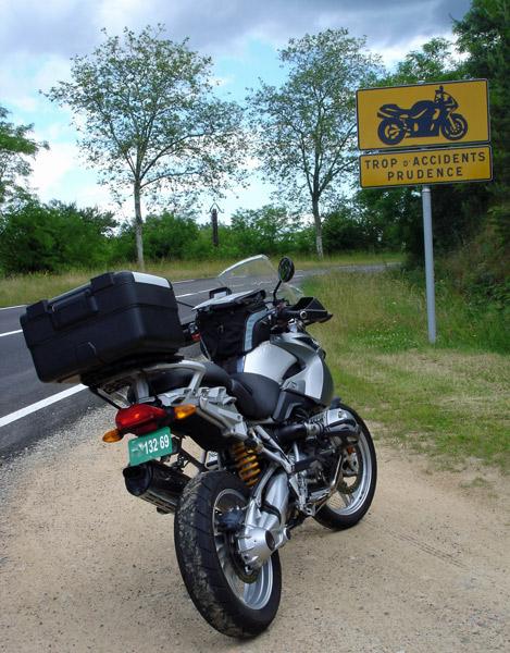 Bild von einem Warnschild für Motorräder in der Ardèche