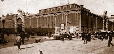 Markthalle von Nîmes in einer alten Postkartenansicht