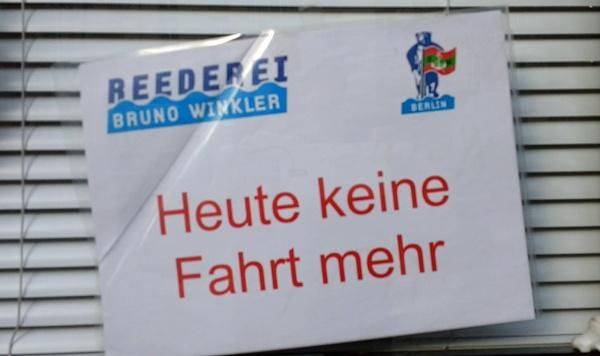 """Ende einer Motorradtour im Land Ruppin: Schild mit der Aufschrift """"Heute keine Fahrt mehr"""""""