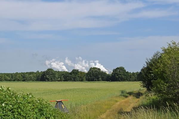 Bild von den Rauchwolken vom Kraftwerk Jänischwalde, gesehen bei einer Motorradtour durch Spreewald und Tagebaue