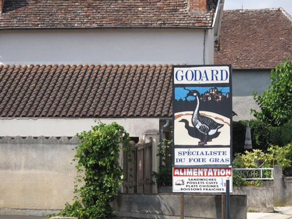 Bild von Reklameschildern am Strassenrand mit Werbung für Foie-gras Gänseleber in Frankreich