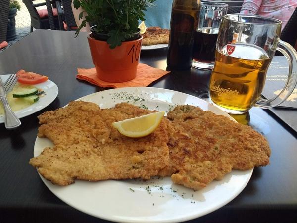 Wiener Schnitzel und eine Halbe Bier
