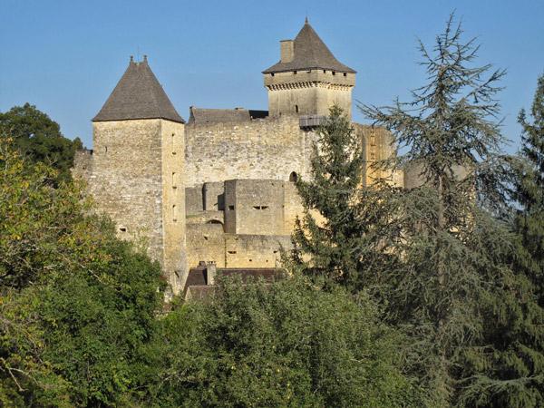 Bild vom Schloss Castelnaud Perigord Noir Südwestfrankreich mit dicken Mauern und zwei wehrhaften Türmen