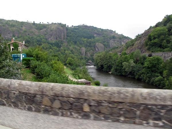 Bild von einer Fahrt durch die Gorges-de-l'Allier in Zentralfrankreich bei einer Motorradtour Südwestfrankreich Teil 1
