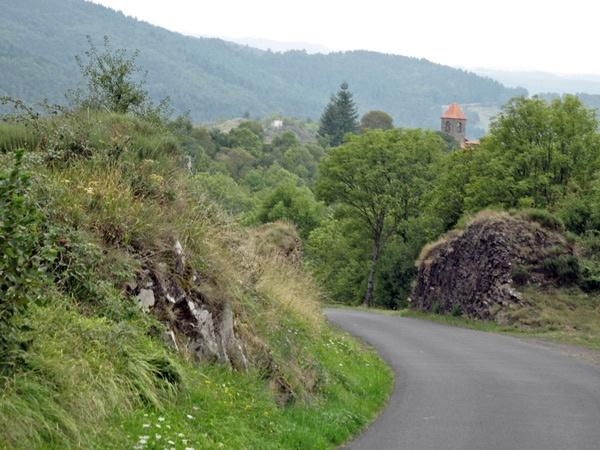 Bild von einer Kurvenstrecke im Allier in Zentralfrankreich
