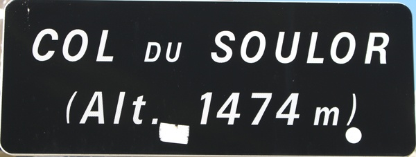 Schild auf der Passhöhe des Passhöhe Col du Soulor in den Pyrenäen bei einer Motorradtour Südwestfrankreich Teil 2
