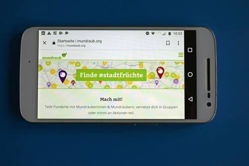 Startbild der Smartphone-App Mundraub für pflückbare Früchte am Wegesrand als Beispiel für mehr Apps für Motorradtouren