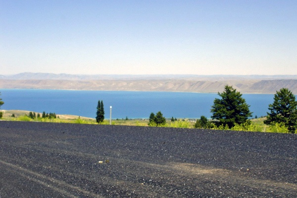 Bild vom Bear Lake Wyoming, von der Strasse aus gesehen