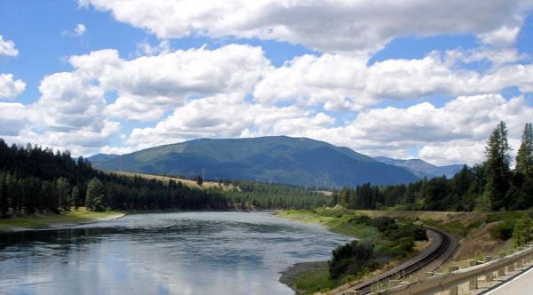 Bild von einer Fahrt durch das Clark Fork Valley in Montana bei einer Motorradtour Rocky Mountains