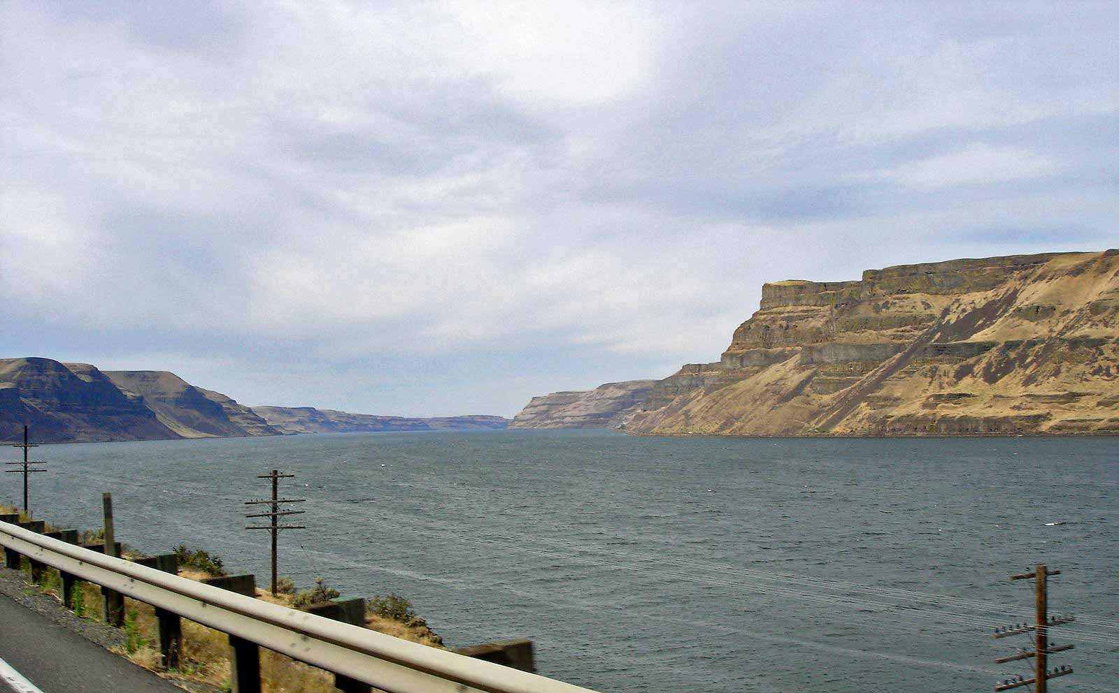 Bild des Columbia River Grenze zwischen Washington State und Oregon, von der Straße aus gesehen