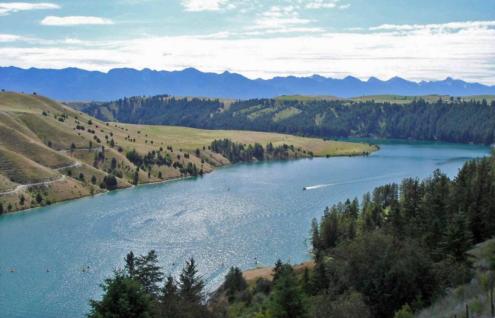 Bild vom Kerr Dam in Montana bei einer Motorradtour durch die Rocky Mountains