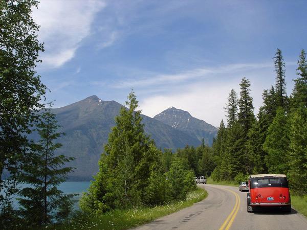 Bild von der Auffahrt zum Logan Pass am Lake McDonald Montana bei einer Motorradtour Rocky Mountains