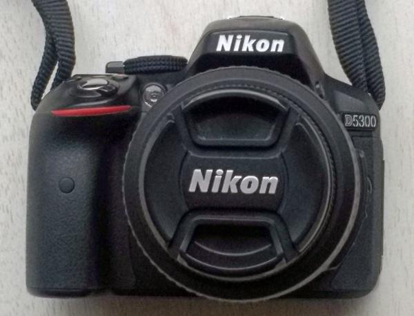 DSLR-Kamera Nikon D 5300 als Teil der Fotoausrüstung für die Motorradtour