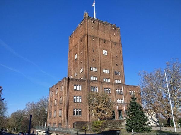 Bild vom Wasserturm mit Rathaus in Neuenhagen bei Berlin