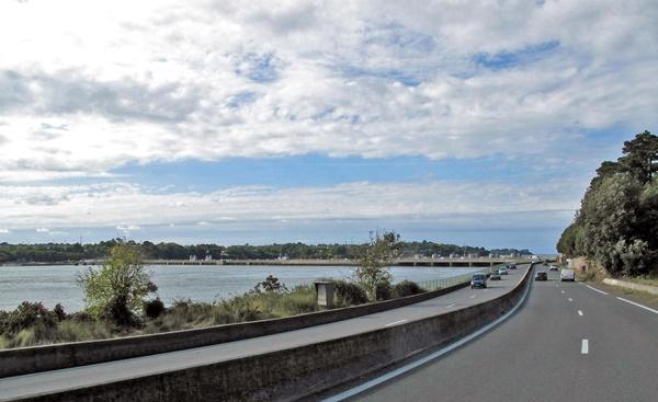 Gezeitenkraftwerk Rance bei Saint-Malo, betrieben von der Electricité de France (EDF)