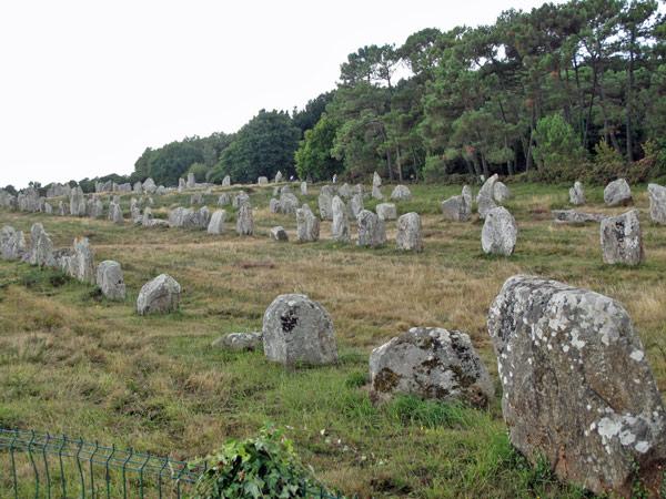Steinreihen (Alignements) bei Carnac an der bretonischen Atlantikküste