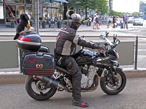 Motorrad-Wikinger in Helsinki