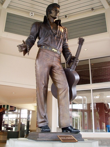 Elvis-Statue in Memphis, TN