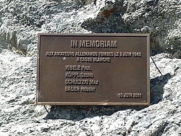 Gedenktafel für abgestürzte deutsche Flieger oberhalb von Bramans (Dept. Savoie, Frankreich), besucht bei einer Motorradtour zum Croix de Fer und Galibier