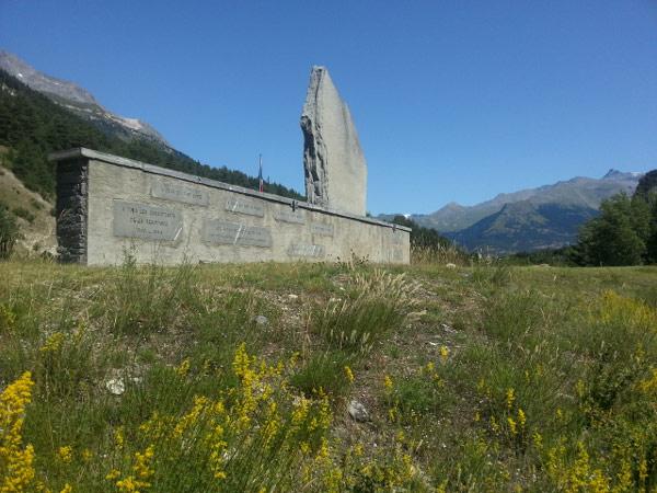Resistence-Denkmal bei Bramans (Dept. Savoie, Frankreich), besucht bei einer Motorradtour zum Croix de Fer und Galibier