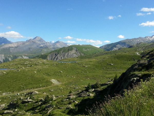 Blick nach Italien vom Col de la Croix de Fer bei einer Motorradtour zum Croix de Fer und Galibier