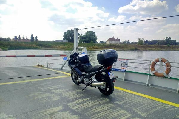 Elbfähre bei Pretzsch mit einer Yamaha FJR 1300 bei einer Motorradtour nach Torgau an der Elbe