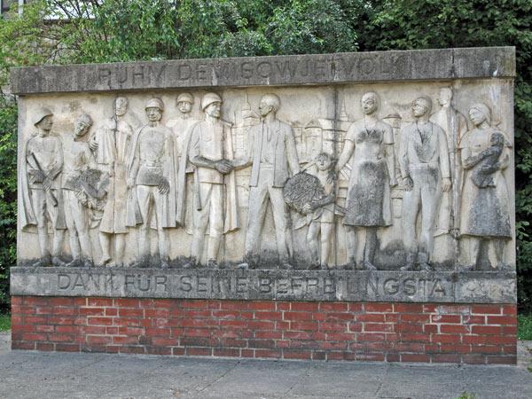 DDR-Denkmal in Torgau an der Elbe mit Dank an das Sowjetvolk für die Befreiung