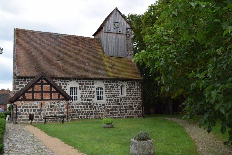 Dorfkirche vom Kampehl in Brandenburg mit Mumie von Ritter Kahlbutz