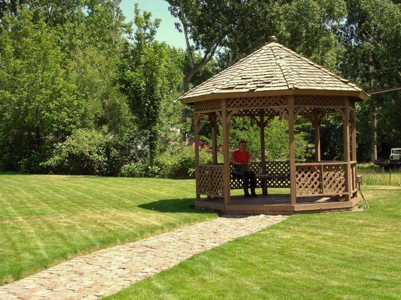 Picknick in einem Pavillon im Stadtpark von Dayton, WA (USA) bei einer Motorradtour durch die Rocky Mountains